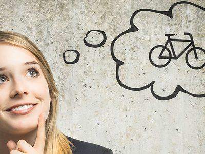Frau denkt an Fahrrad -Fotolia_79416660_M 7 zu 3
